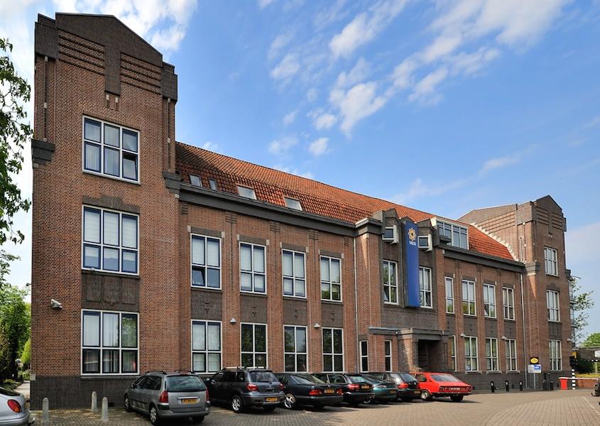 Bedrijfsverzamelgebouw Voorgevel kantoorruimte te huur in Hilversum Een